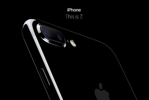 انتظارها به پایان رسید و آیفون ۷ و ۷ پلاس اپل رونمایی شد؛ مقاوم در برابرآب، دوربین دوگانه و خداحافظی با درگاه و سیم های هدفون
